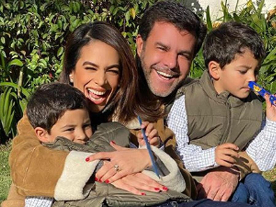 Eduardo Capetillo y su esposa y sus hijos