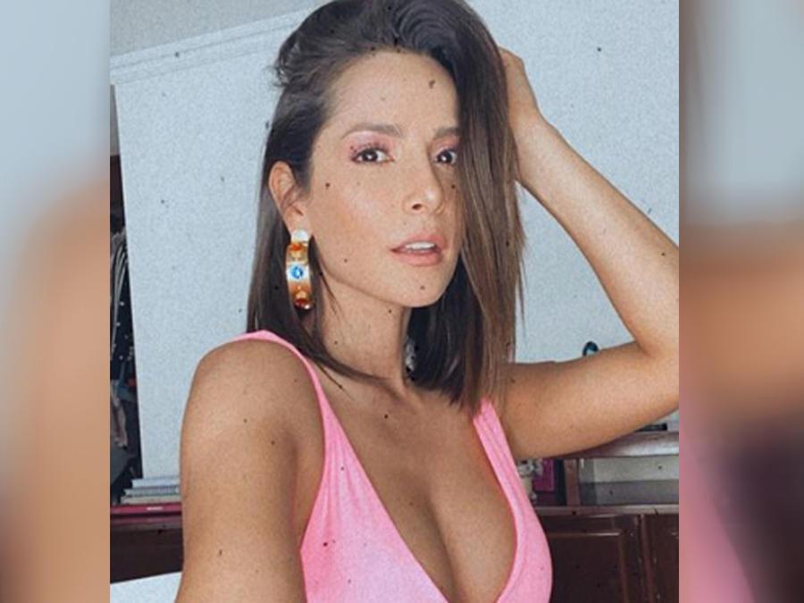 Carmen Villalobos posando muy feliz en Colombia