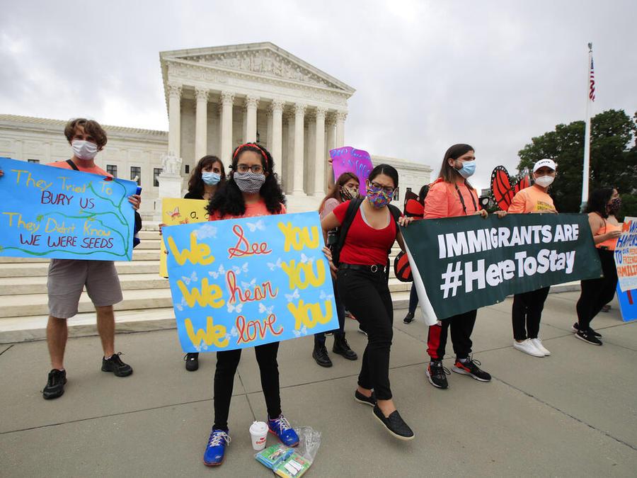 Dreamers celebran dictamen del Tribunal Supremo a favor de la continuidad de DACA