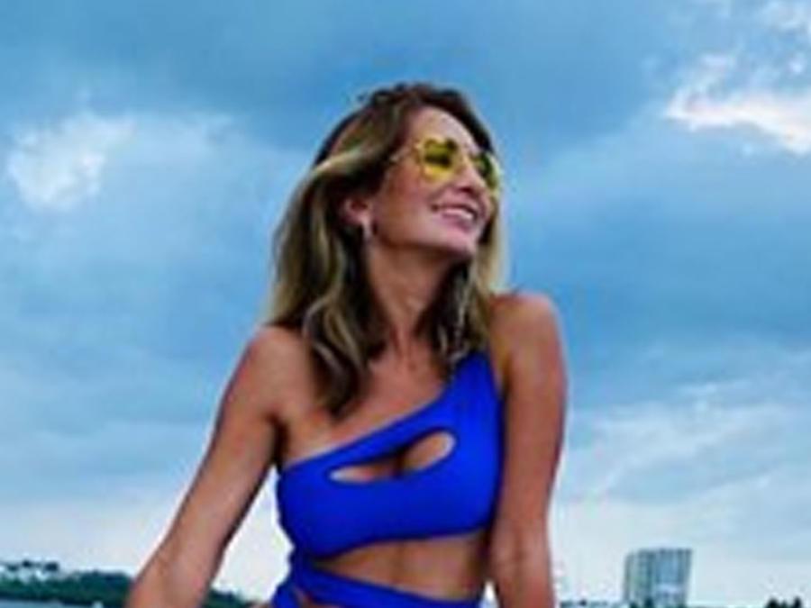 Geraldine Bazán posando con bikini