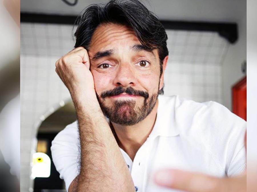 Eugenio Derbez haciendo gestos