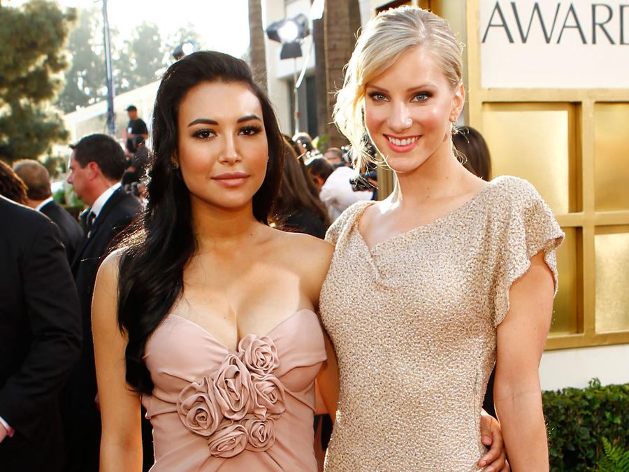 Naya Rivera y Heather Morris en los Golden Globe Awards 2011