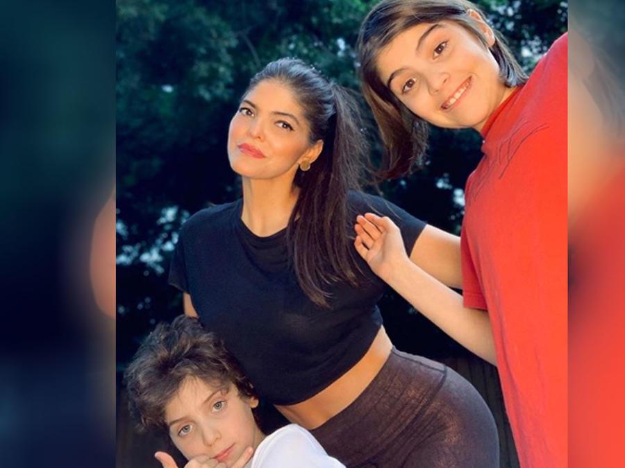 Ana Bárbara con sus hijos