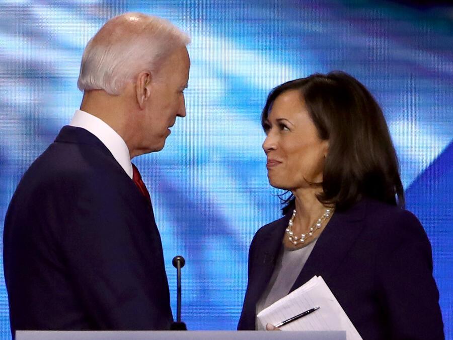El exvicepresidente Joe Biden y la senadora Kamala Harris en septiembre de 2019 en Houston, Texas.