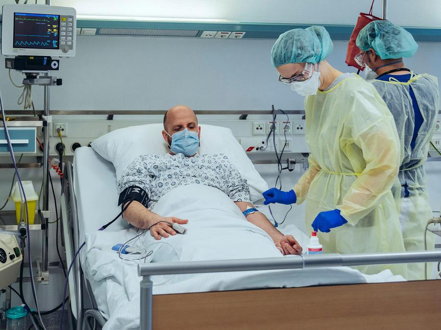Hombre en el hospital