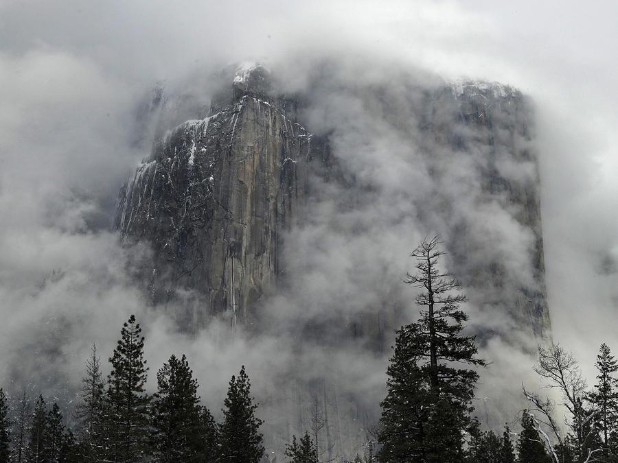 El humo de los incendios no deja ver el parque nacional Yosemite en California.