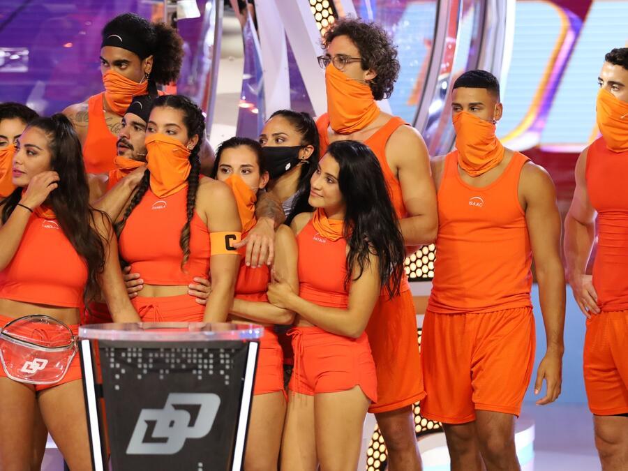 Equipo naranja festeja en el episodio 4 de El Domo del Dinero