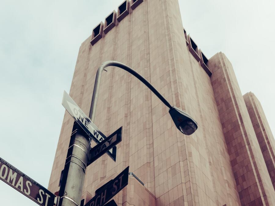 Edificio sin ventanas