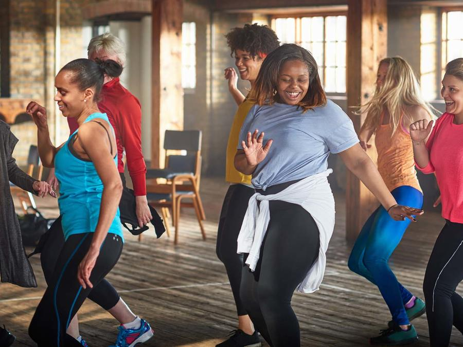 Mujeres bailando