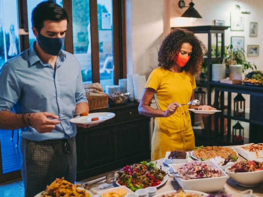 Familia celebrando Thanksgiving