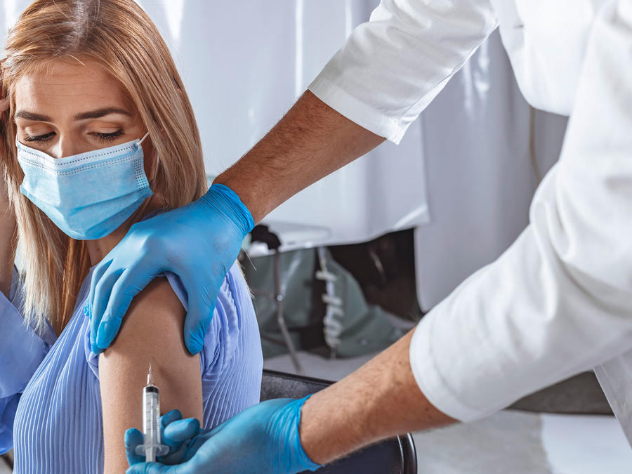 Mujer vacuna