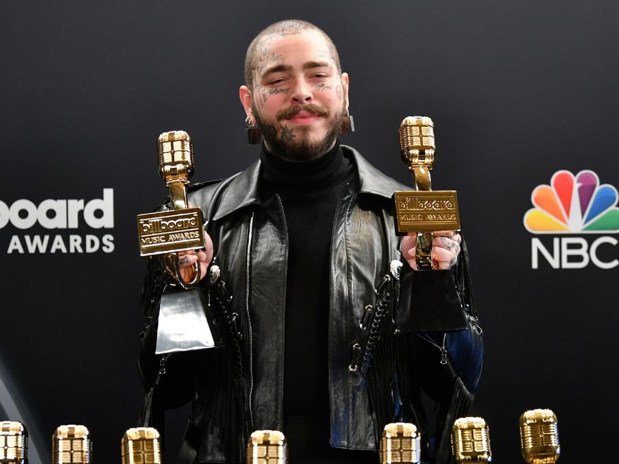 Post Malone en el backstage de los Billboard Music Awards 2020