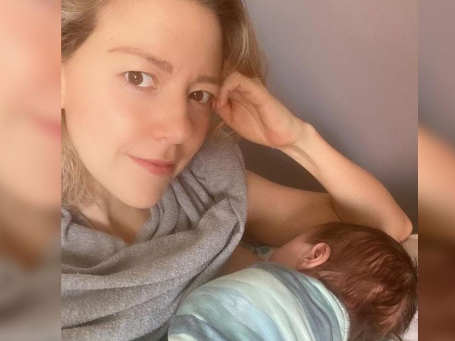 Fernanda Castillo posando con su baby Liam