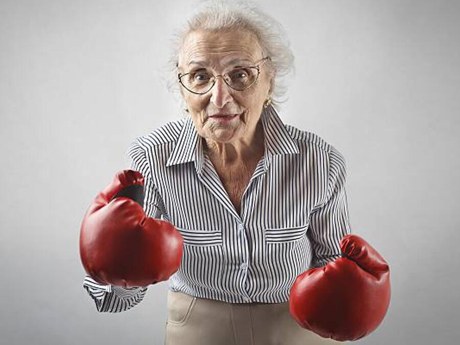 Abuela hace box contra Alzheimer