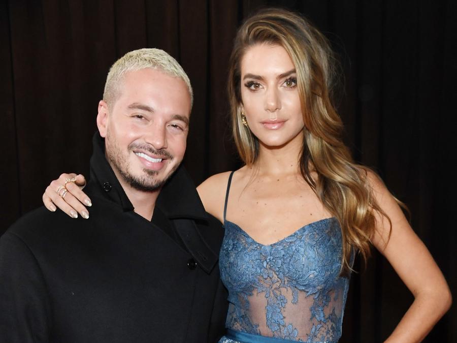 J Balvin y su novia Valentina Ferrer en los Grammy 2019
