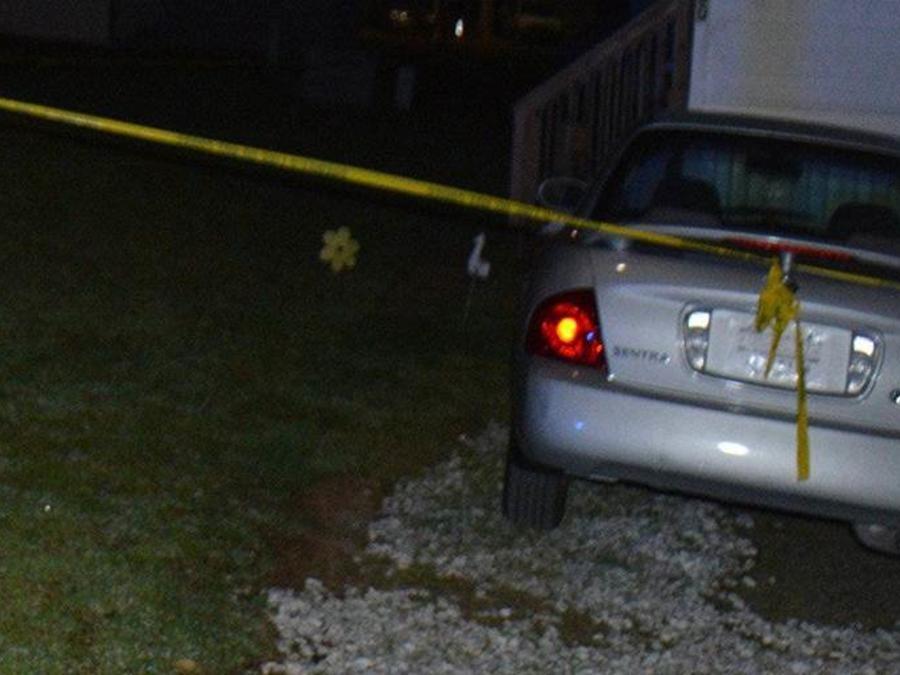 La policía encontró muerto al profesor Barney Harris en el lugar de los hechos.