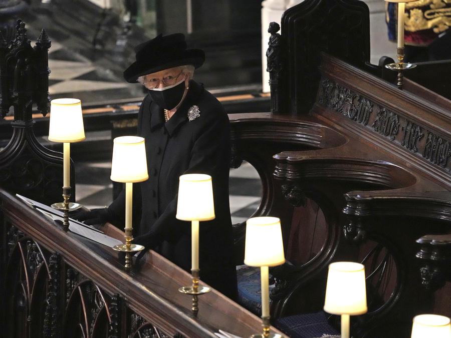 La reina británica Isabel II, en un momento del funeral de su esposo, el príncipe Philip, este sábado en el Reino Unido.