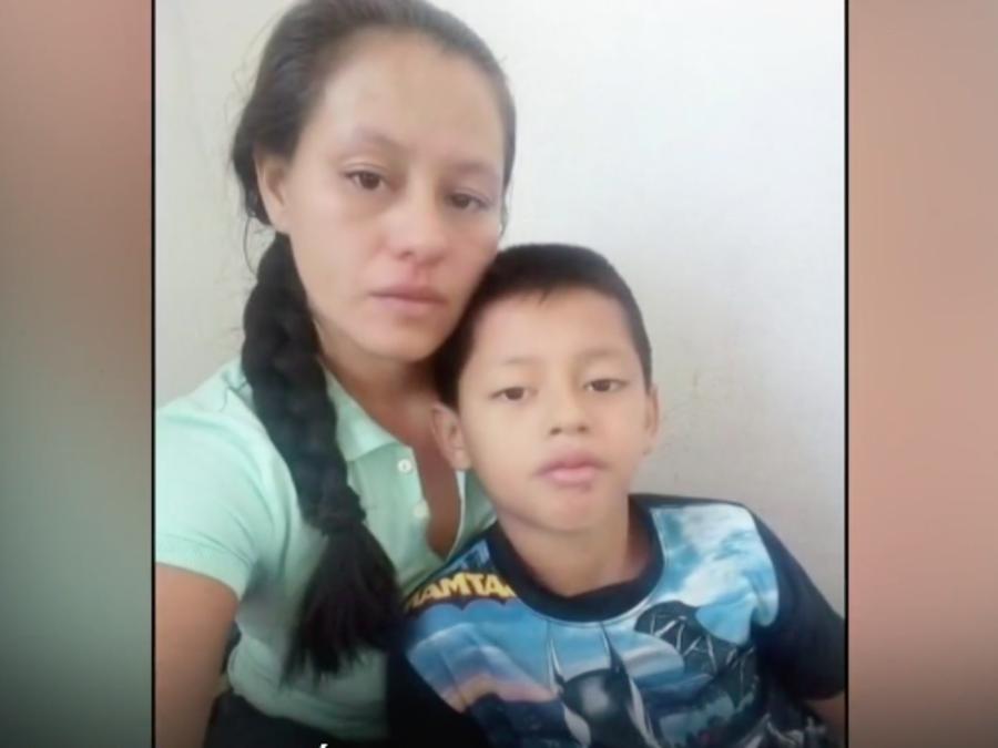 Meylin Obregón y su hijo, Wilton Gutiérrez.