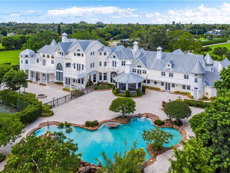 La propiedad está actualmente a la venta por 5.7 millones de dólares.