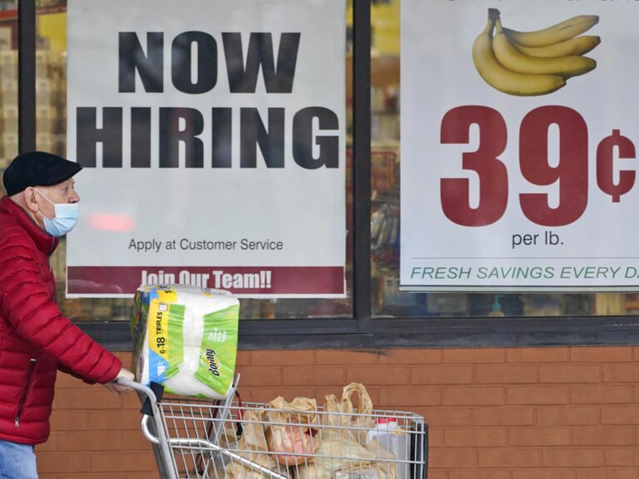 Las solicitudes semanales de ayuda por desempleo caen por debajo de las 500,000