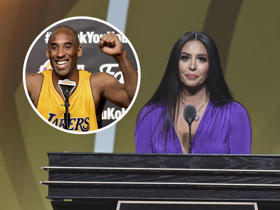 Vanessa Bryant en el Salón de la Fama del Basketball con Kobe Bryant.