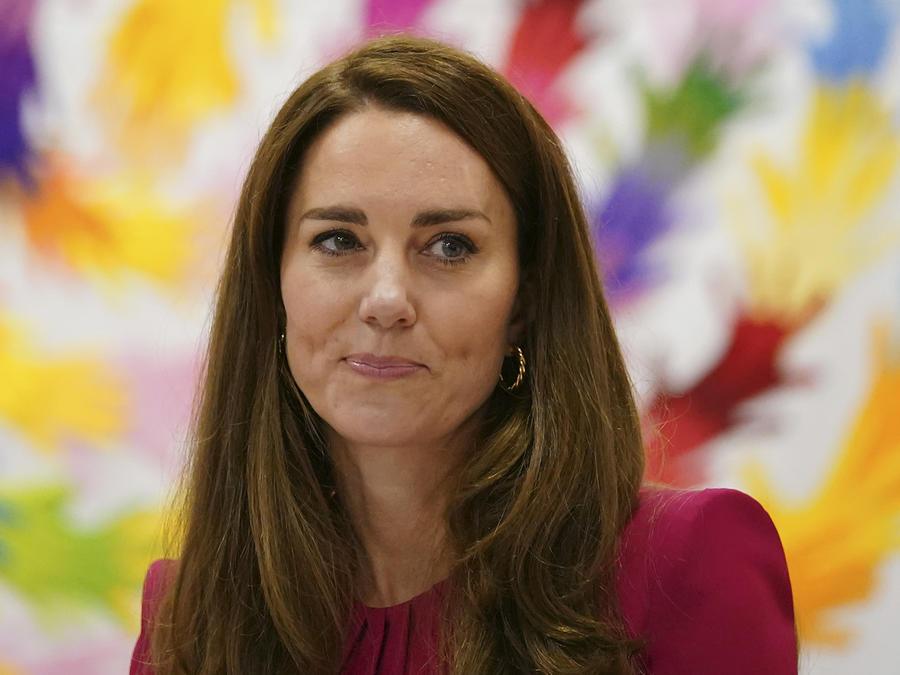 Kate Middleton con sonrisa discreta.