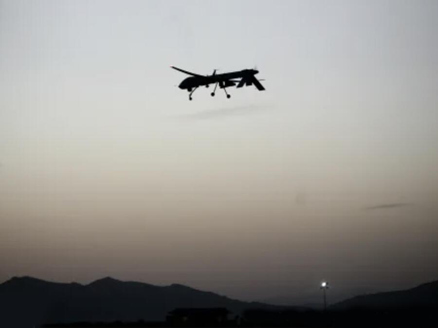 Un dron estadounidense sobrevuela en Afganistán.