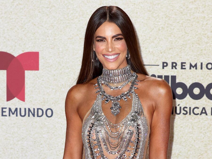 Gaby Espino en la alfombra roja de los Premios Billboard de la Música Latina 2021