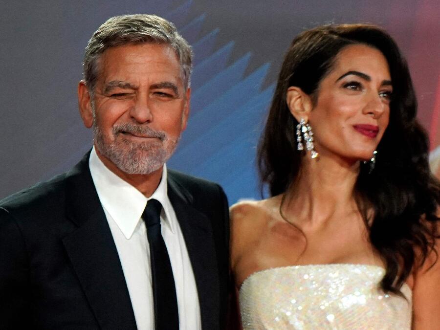 """Amal Clooney y George Clooney alfombra roja estreno de """"The Tender Bar"""" durante el 65º BFI London Film Festival"""