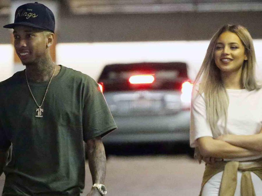 Tyga y Val Mercado en Beverly Hills Shopping Center