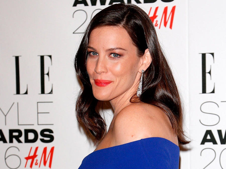 Liv Tyler embarazada con vestido azul
