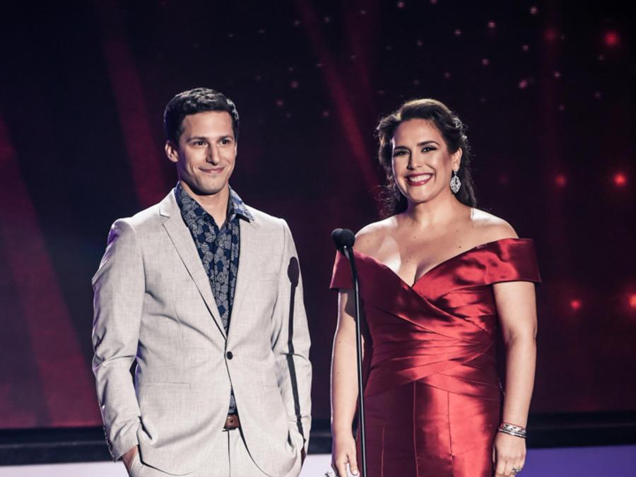 Andy Samberg y Angélica Vale en Premios Billboard 2016