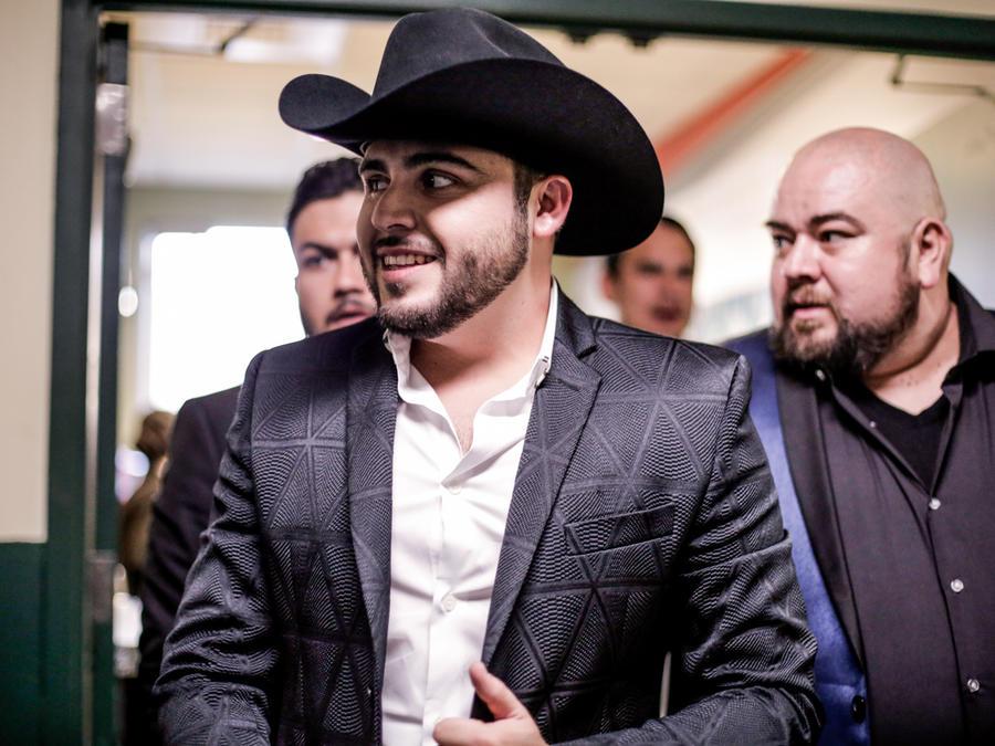 Gerardo Ortiz detrás de cámaras en premios billboard 2016