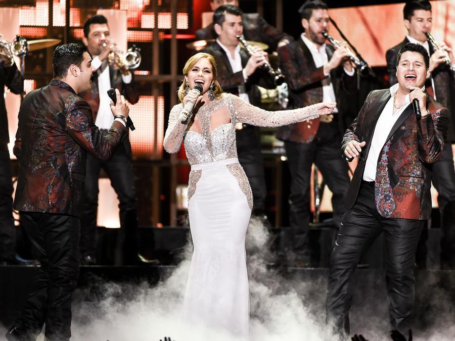 Banda MS de Sergio Lizarraga y Lucero Premios Billboard 2016