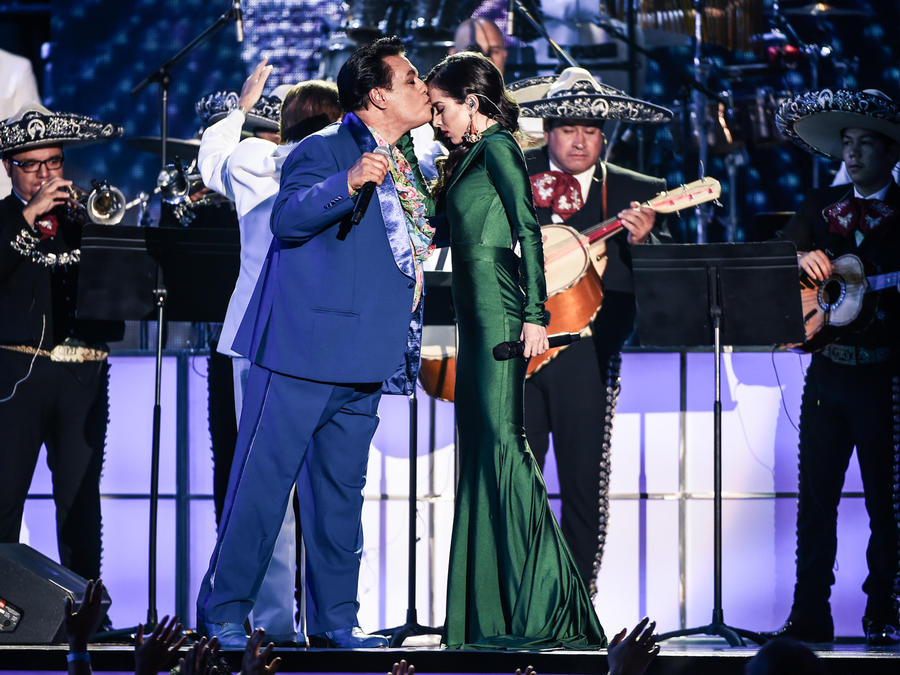 Juan Gabriel Paty Cantú Premios Billboard 2016