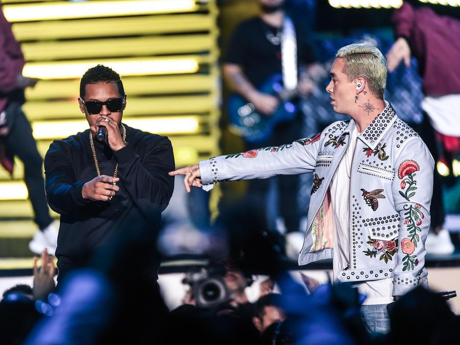 J Balvin y Fuego Premios Billboard 2016