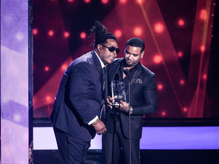 Zion y Lennox reciben reconocimiento en premios billboard 2016