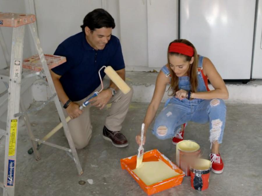 Andrea Minski y el contratista Ely Socarrás en SOS Salva Mi Casa