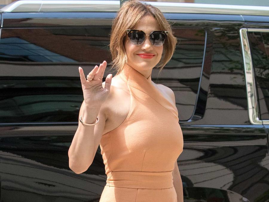 Jennifer Lopez, elegante y sensual, por las calles de Nueva York