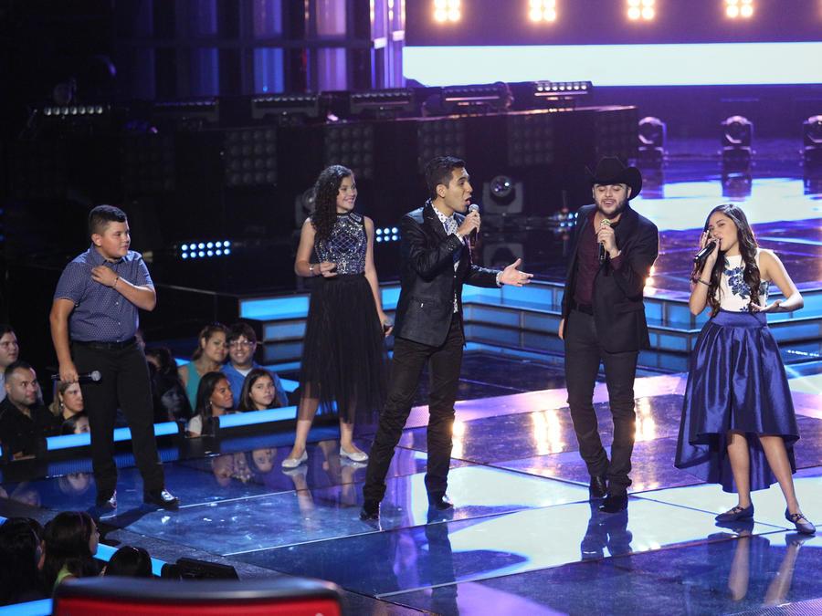 Gerardo Ortíz y los concursantes de las temporadas pasadas en la Semifinal de La Voz Kids
