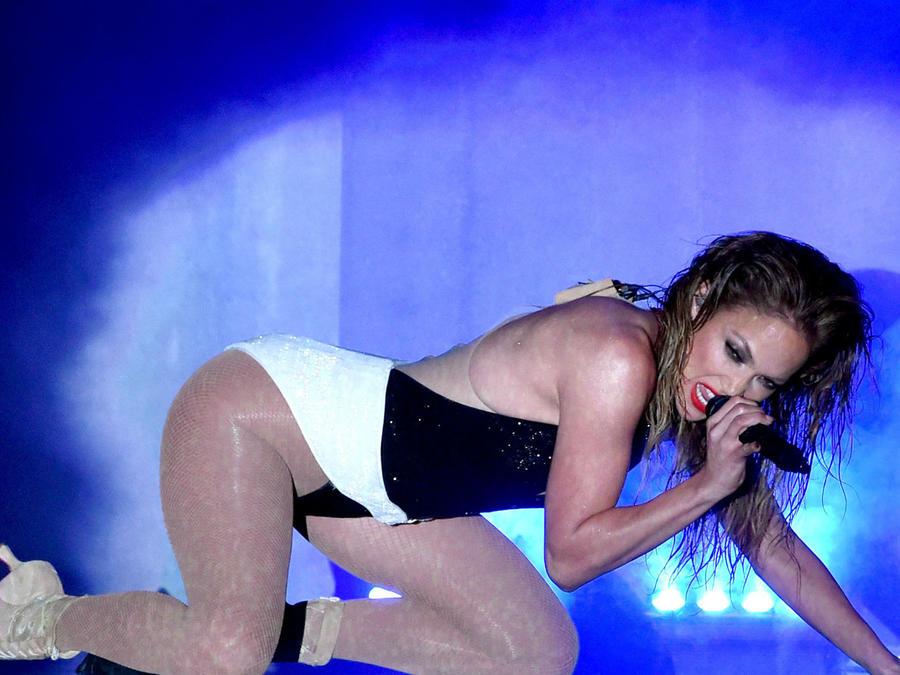 JLO durante los American Music Awards en el Nokia Theatre de Los Ángeles 2014