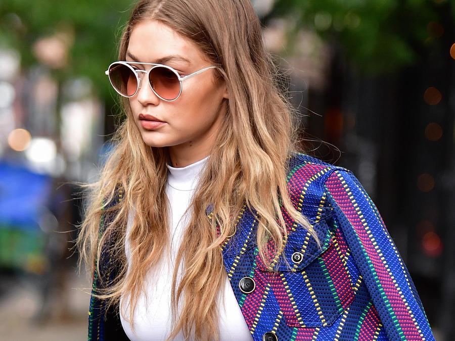 Gigi Hadid caminando en Nueva York