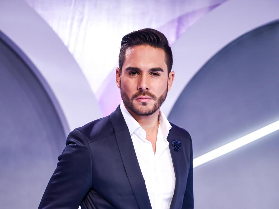 Sebastián Caicedo en la alfombra de Premios Tu Mundo -2016