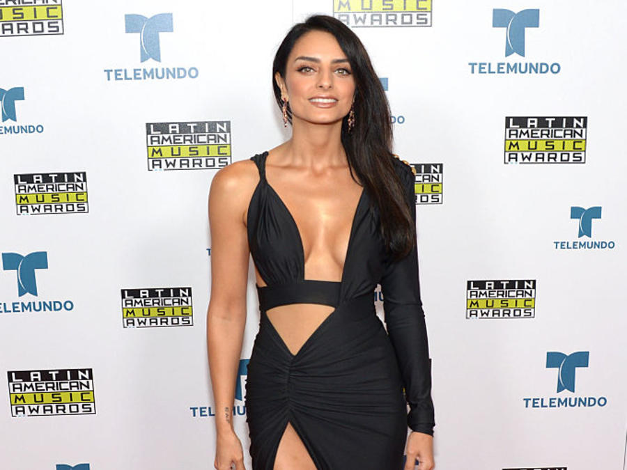 Aislinn Derbez, alfombra, Latin American Music Awards, 2016