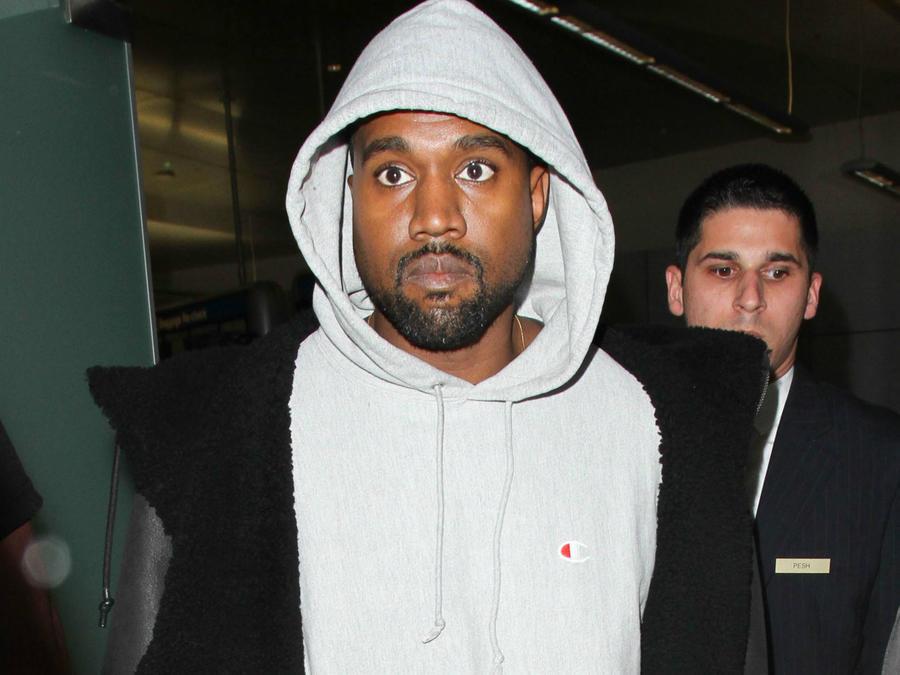 Kanye West en LAX en noviembre, 2016