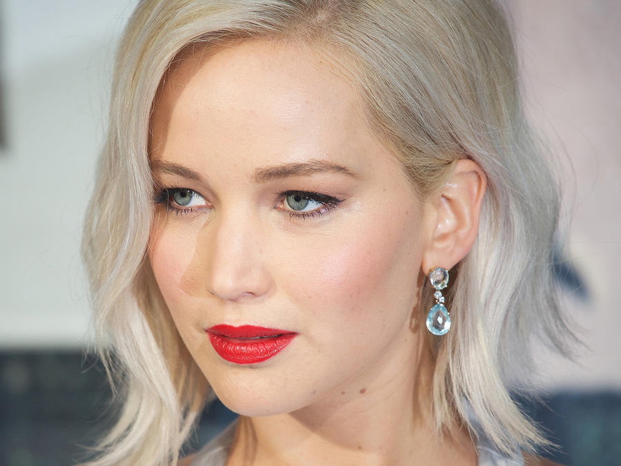 "Jennifer Lawrence en la red carpet del screening de ""X-Men Apocalypse""."