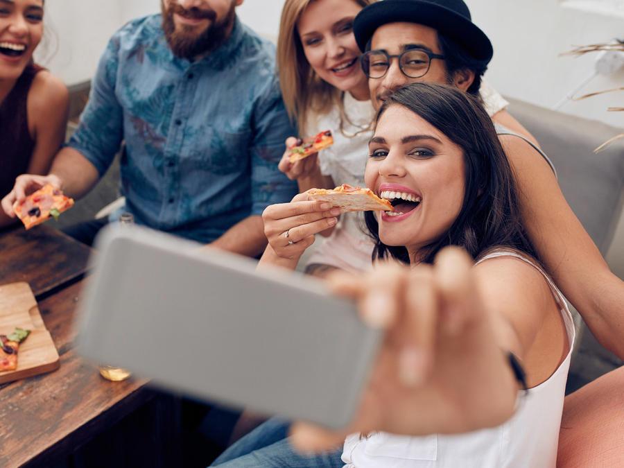 Grupo de amigos se toma selfie