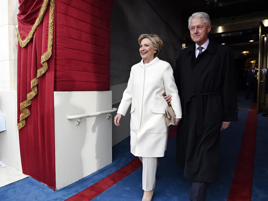 Los Clinton llegan al Capitolio para toma posesión Trump