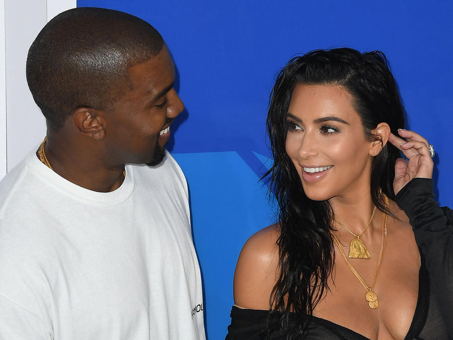 Kanye West y Kim Kardashian llegando a los MTV Music Awards 2015.