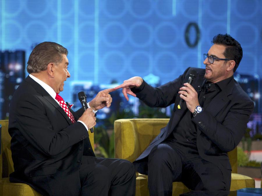 Miguel Varoni y Don Francisco cantando en Don Francisco Te Invita